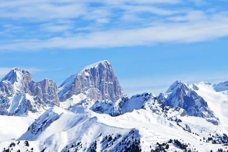 Bilocale in paese • Dolomiti view - Pozza di Fassa - อพาร์ทเมนท์