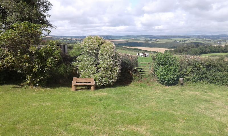 Bungalow with stunning rural views near Boconnoc - Middle Taphouse