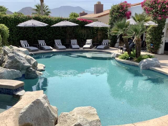 NEW DESERT OASIS   5 BD, Pool Table, Mtn View, 31+ Days