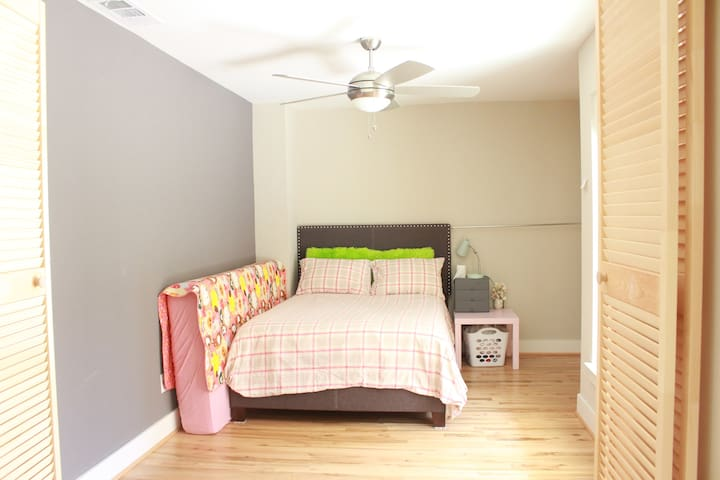 Shared room for Short period stay (No shower)
