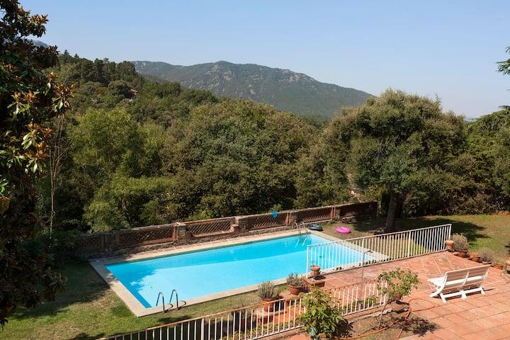 9 bedroom Villa with large pool in Viladrau