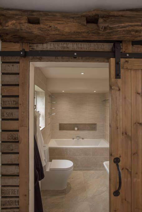 The en-suite in The Garden Room