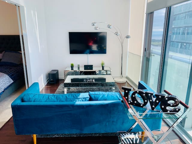 *RARE View* Luxury 41st Floor Oasis in Downtown