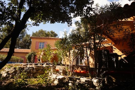 Magnifique villa avec piscine, près de Montpellier - Assas - House