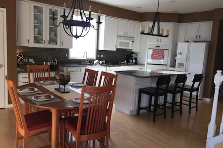 Beautiful home 4.5 miles from Ryder Cup - Chanhassen