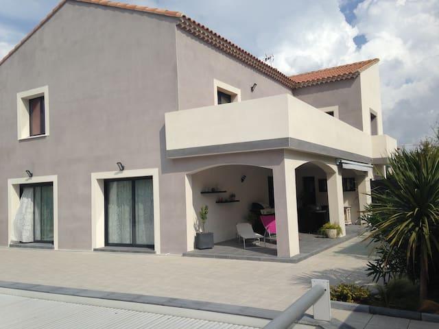 bel appartement, 120m² ,3 chambres, terrasse 30m² - Mèze - Daire