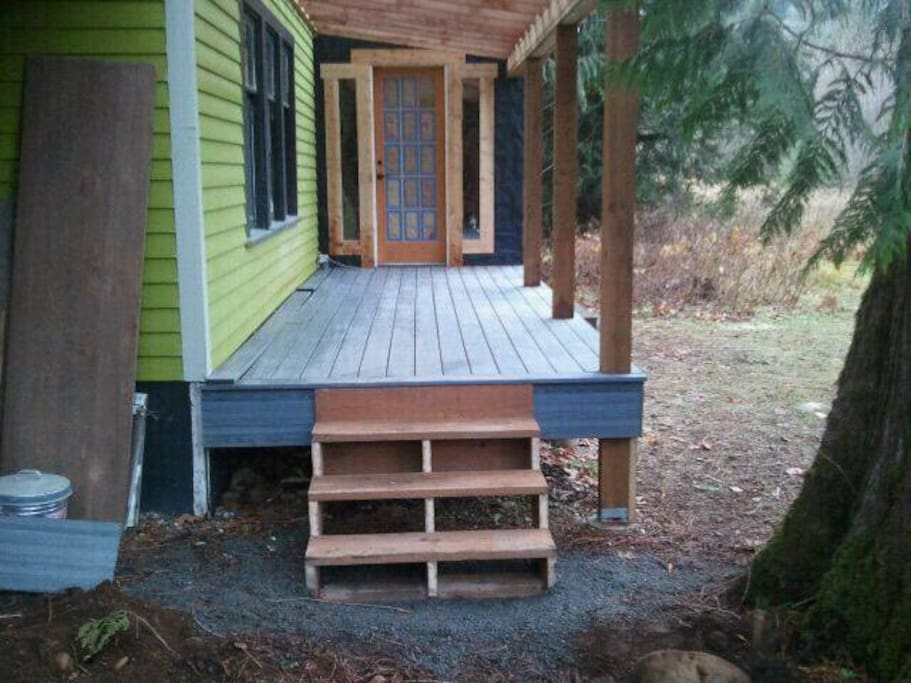 Sneak preview of the new addition, covered porch and mud room almost ready (Nov '17)