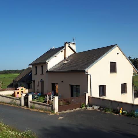 grand gite Proche aubrac et A75 (15 pers)