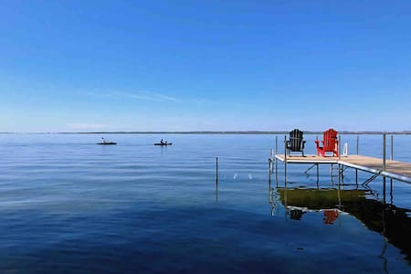 Tex Beautiful Waterfront Cottage (Cooks Bay)