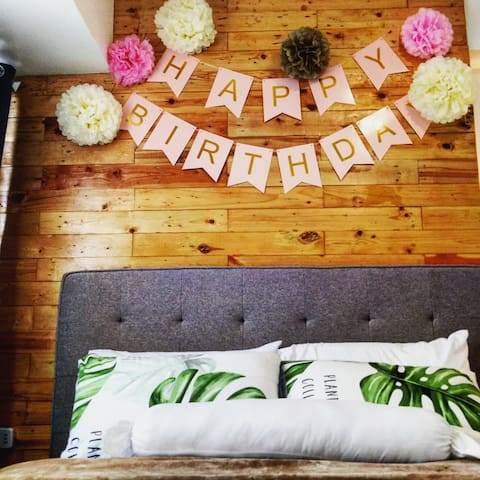 No party policy but for intimate celebrations, decors are optional for an additional fee.   Please note we try to keep our decors to paper materials and avoid balloons and other single use plastic as much as possible.