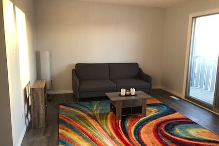 #2 Newly Renovated 3 Bdrm - Foothills of Rockies