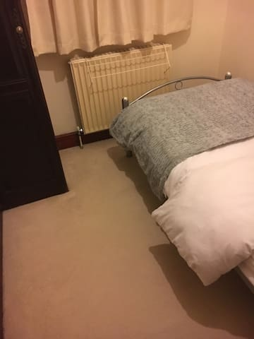 Clean tidy single room in ideal location - Wembley