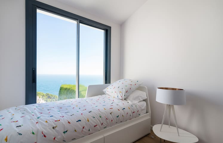 second bedroom with single bed which can be converted into a queen bed