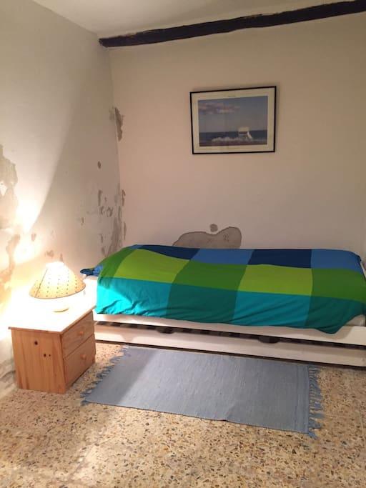 Chambre individuelle avec deux lits simples
