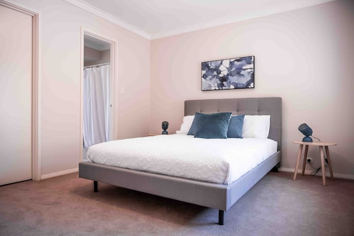 SWAN RIVER STAY*PERTH*WIFI*NETFLIX*APPLECROSS*FREO