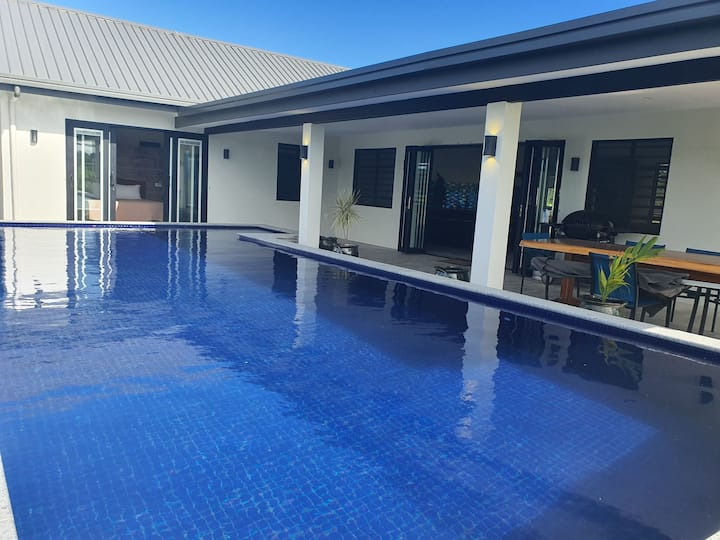 Stunning Lagoon Dr Villa with Pool & Beach Access
