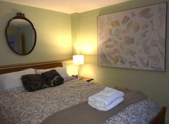 Bedroom, with queen size bed.