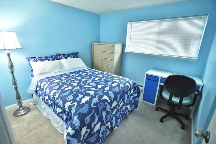 1 bedroom w/ private bath, Lynnwood room 1