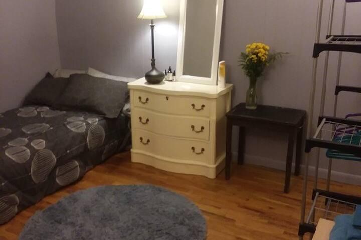 Spacious Room In Hip Williamsburg