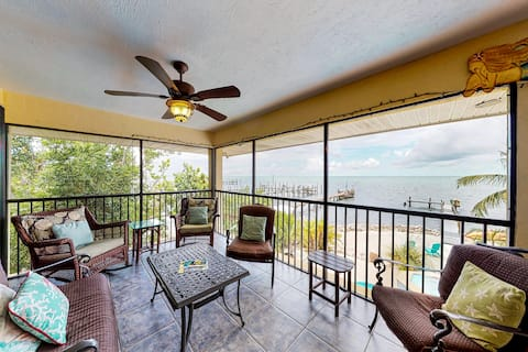 Bayfront home w/ gulf views, private spa, swimming pool & dock!