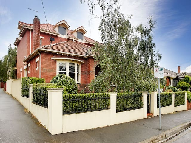 Richmond Hill 3BR Home, walk to anywhere - Richmond - Hus