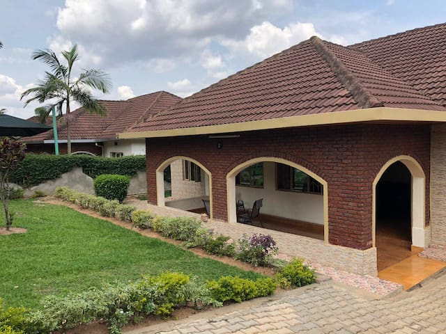 3 nice bedrooms available in Nyarutarama