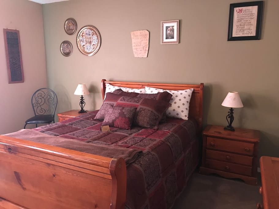 Master Bedroom , one queen bed