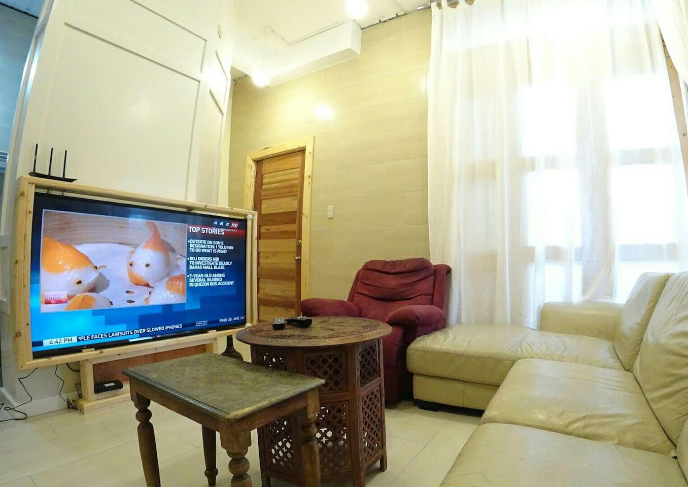 65 inches HDR TV & Fibr Internet PLDT