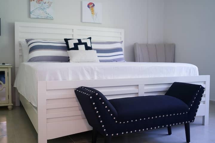 Rincon 413 Suite D-Refrigerator,Bath, WIFI, AC, TV