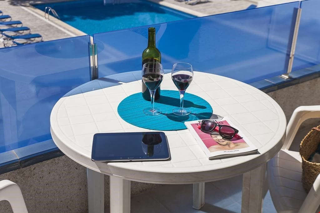Catch some sun on the furnished terrace with a glass of your favourite wine.