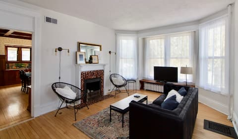 3 Bedrooms for your group, close to downtown.