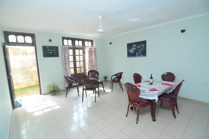 Entire spacious home by the sea - Dehiwala