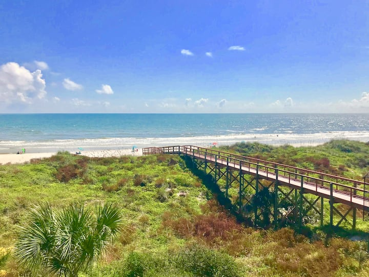 Direct Oceanfront Condo + Balcony - Pet Friendly!