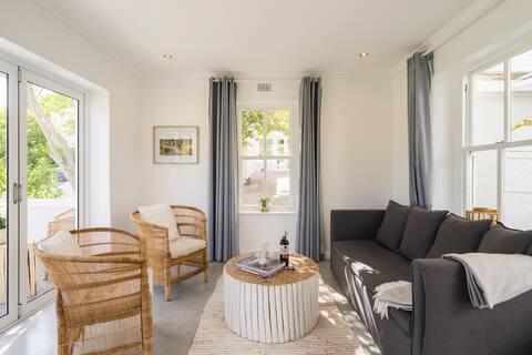 Owl Cottage with Designer Pool & Sea & Mountain Views