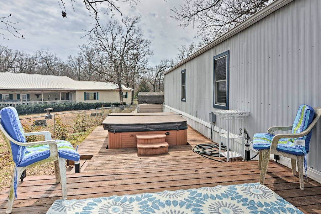 Take advantage of the amenities at your disposal including a private hot tub!