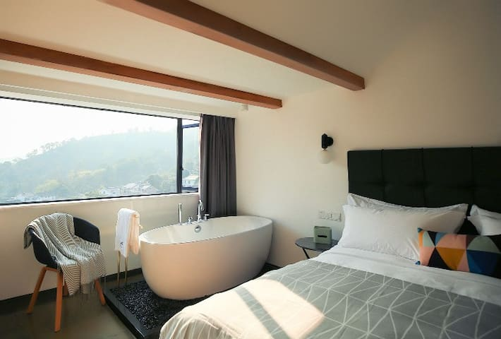 【云】山景浴缸大床房 King-bed room #Cloud, great view