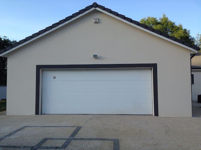 4 chambres + déj + garage + WIFI - CREVECHAMPS