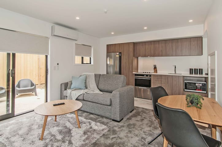 NEW COSY WALKING DISTANCE CBD BOOK NOW
