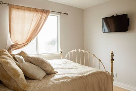 Private Bedroom with its own bathroom and closet - Lomita