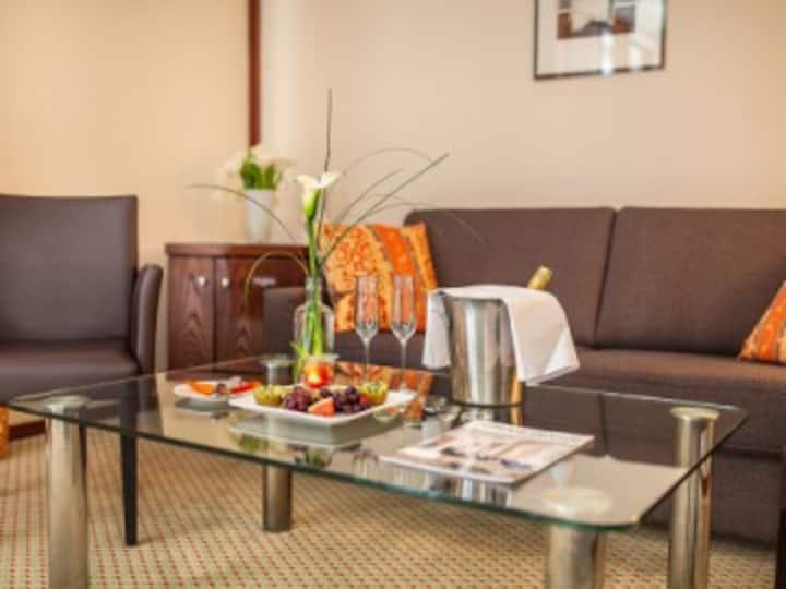 relexa hotel Bad Steben (Bad Steben), Suite mit Zugang zu großem Bade- und Wellnessbereich