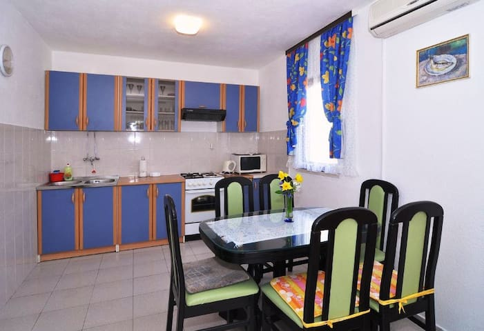 Apartment DaLmi Razanj 1 for 5 with AC and WiFi