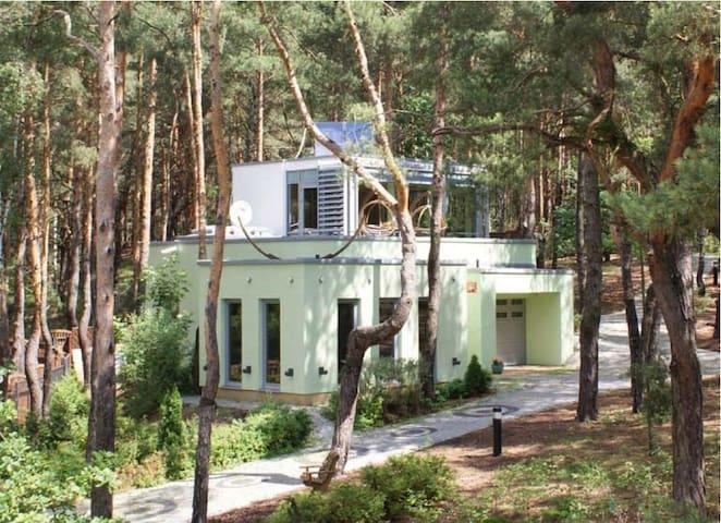 Dom z jacuzzi niedaleko Zalewu Zegrzyńskiego - Józefów - บ้าน