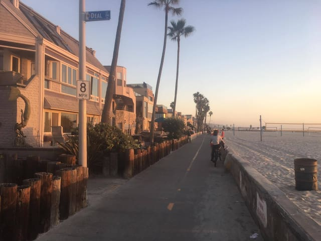 Beautiful place by the Beach ( Mission Beach )