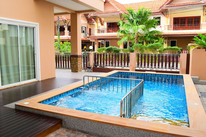 Family house with private pool