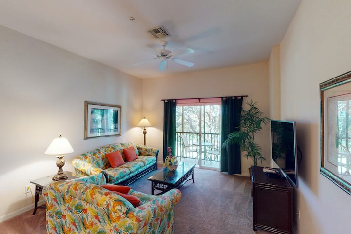 2nd floor condo near theme parks, gym, shared pools, basketball court, sauna