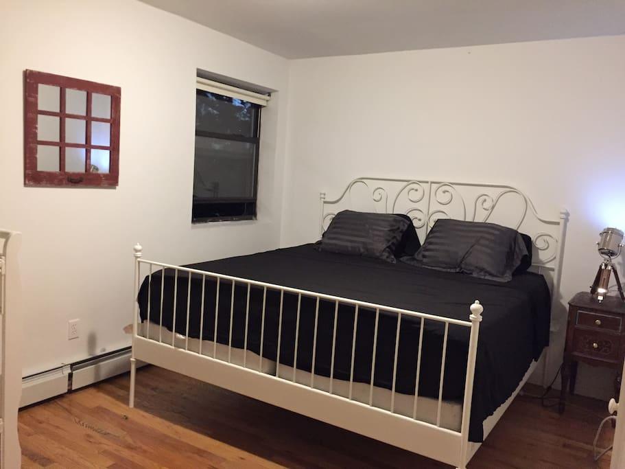 master bedroom , king bed