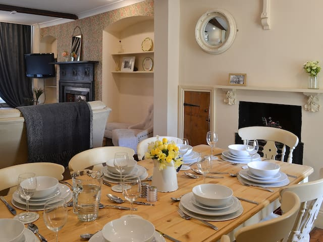 Nell's Cottage (UK2138)