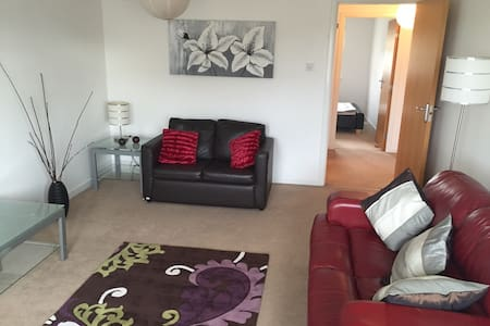 Stunning 2 Bedroom Apartment - Prestwick - Apartment