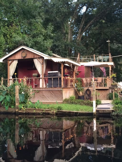 Bayou house... view of the house from a passing boat.