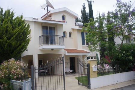 4 bedroom Villa 50m from beach  - Oroklini